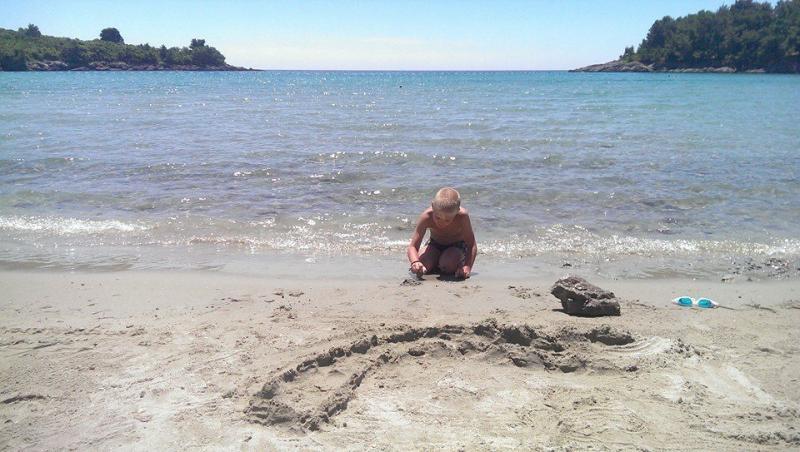 песчаный пляж в Черногории