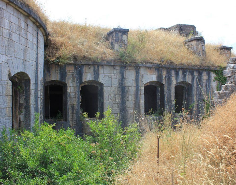 тур по заброшенным местам в Черногории